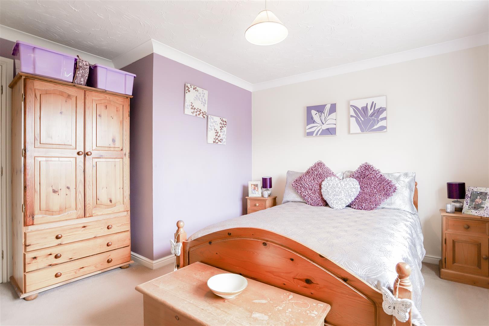 3 Bedroom Detached House For Sale - 34.jpg